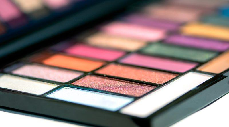 Eye Shadow Cosmetics Make Up  - Ri_Ya / Pixabay
