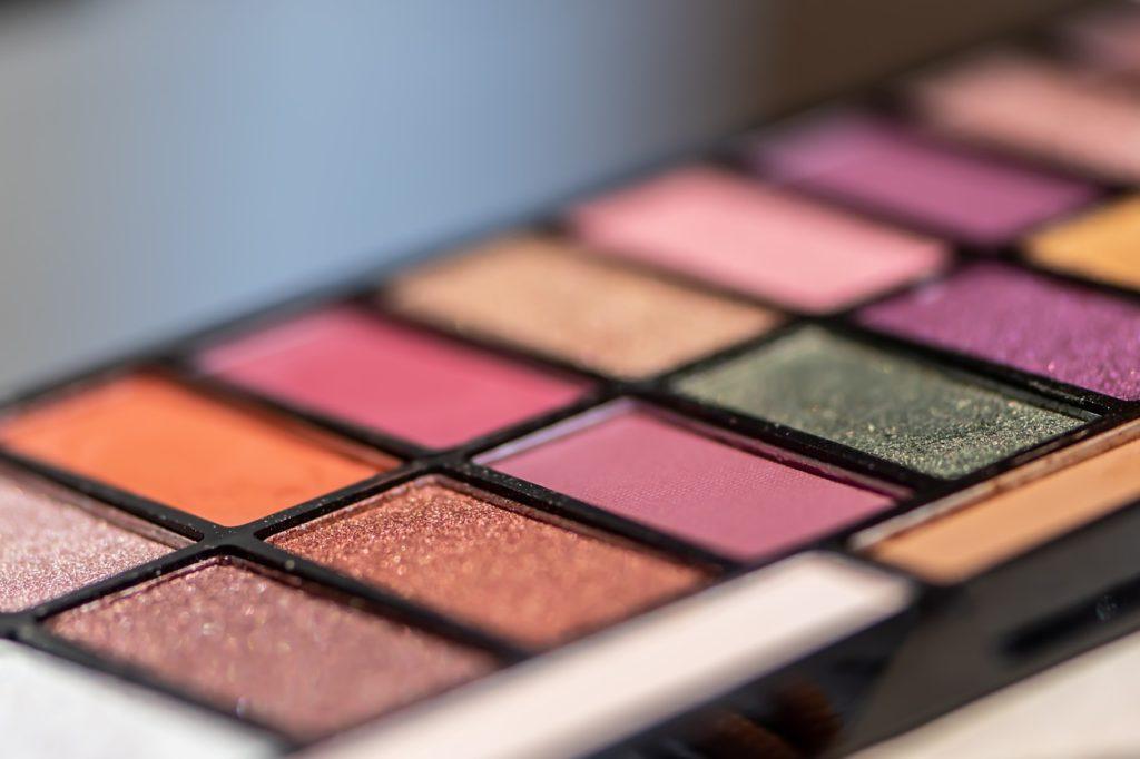 Eye Shadows Cosmetics Makeup  - Ri_Ya / Pixabay