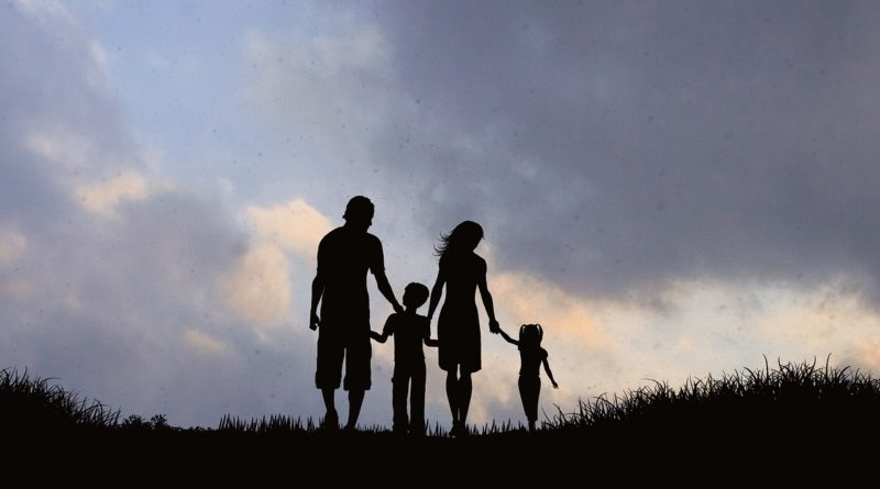 Family Silhouette Mother Father  - AlemCoksa / Pixabay
