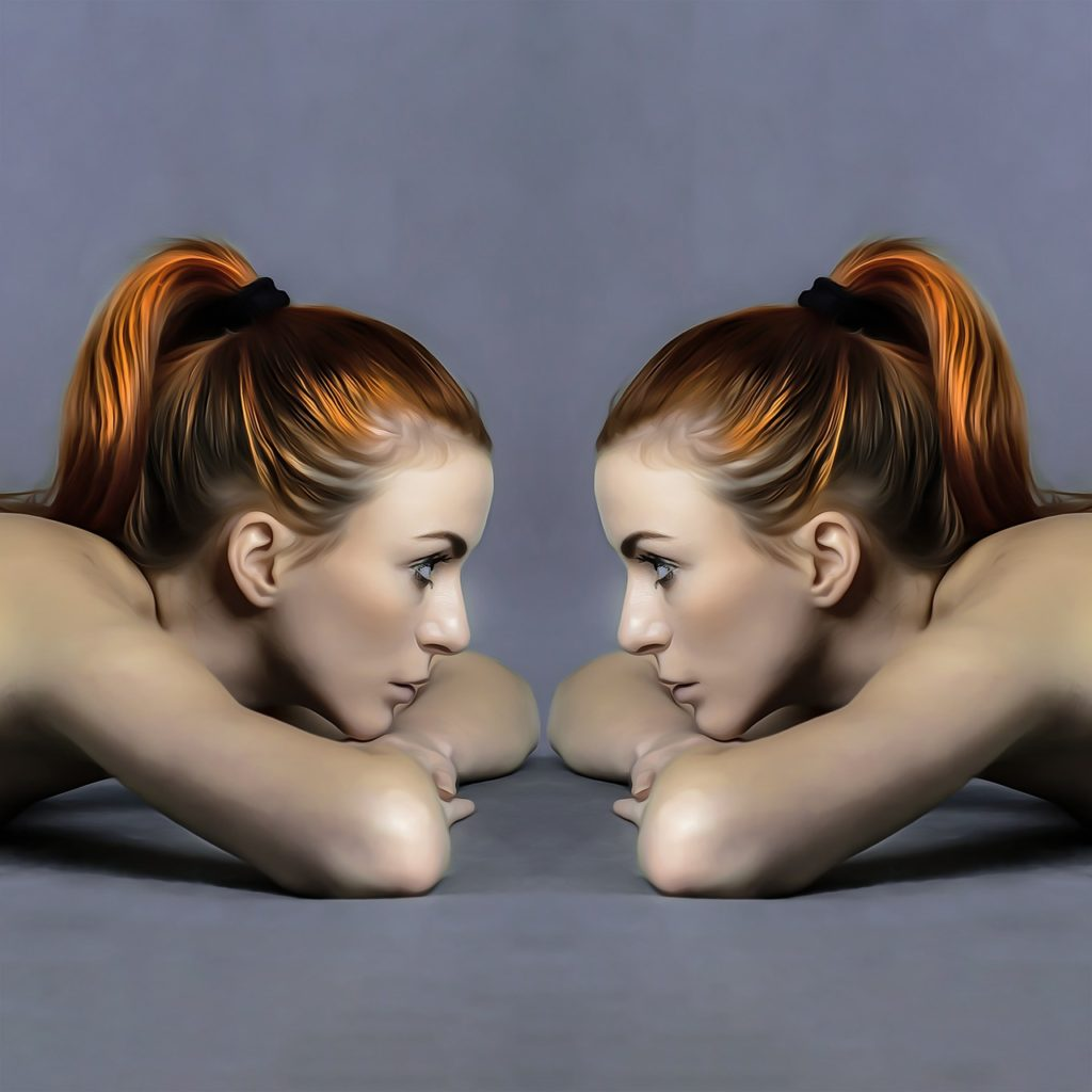Ladies Avatar Twins Mirror - Prettysleepy / Pixabay