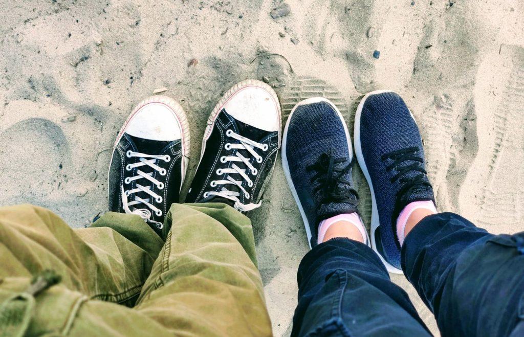 People Feet Sneaker Footwear Beach - Natasha-Dmay / Pixabay