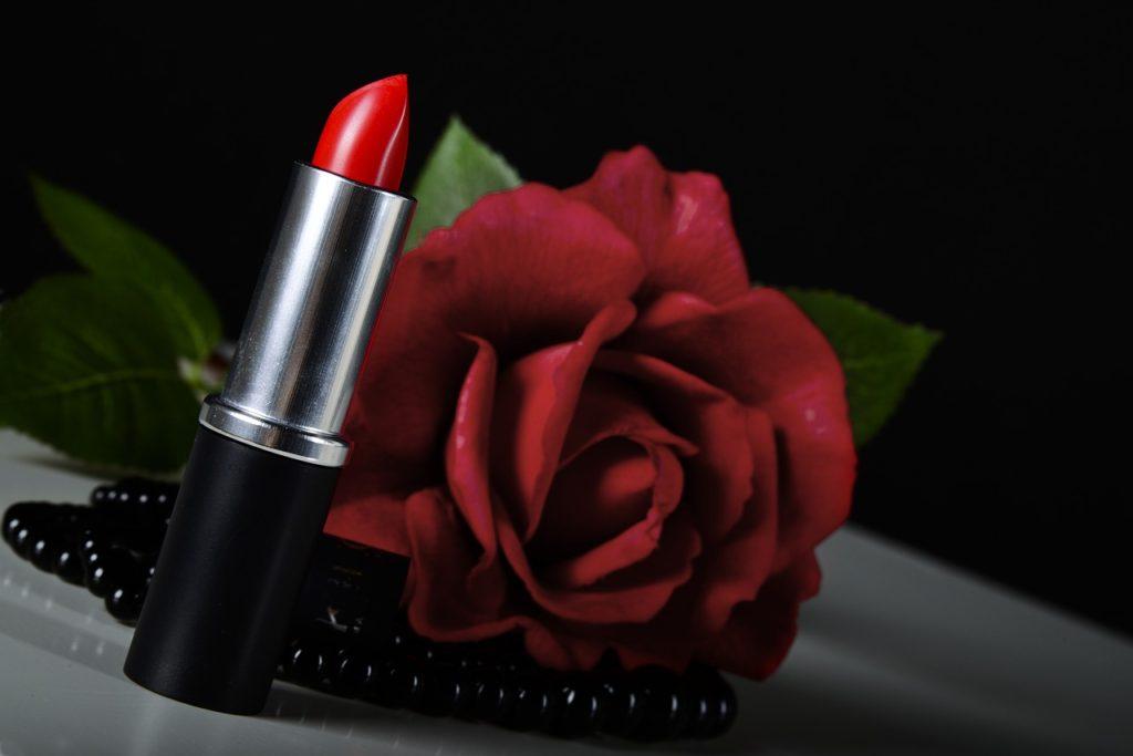 Rosa Lipstick Trick Cosmetics Red  - TracyGem / Pixabay