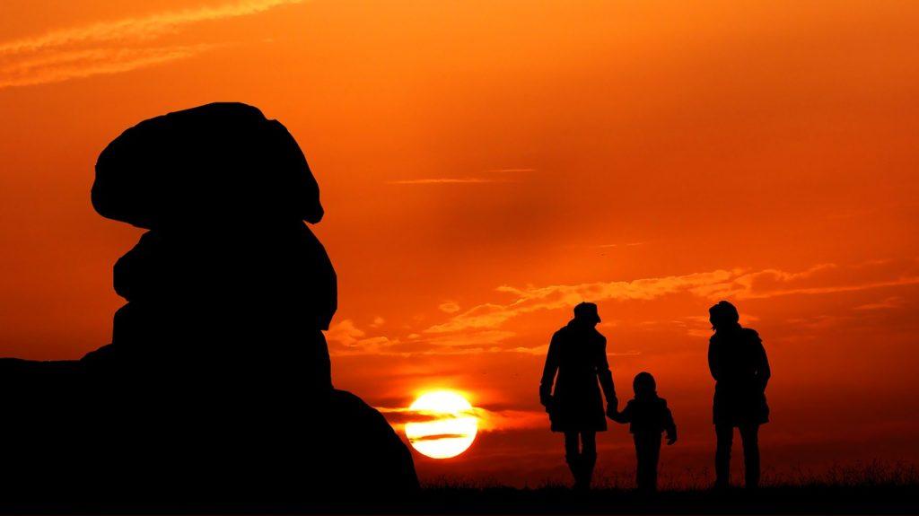Sunset Rock Promenade Family Rocks  - rauschenberger / Pixabay