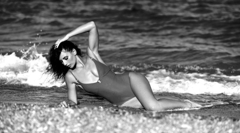 Woman Fashion Model Girl Female  - innamikitas / Pixabay